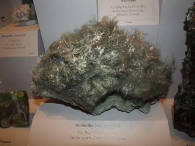 Propriétés de la pierre actinote, actinolite, cheveux de Thétis cristallothérapie lithothérapie, photo pierre actinolite
