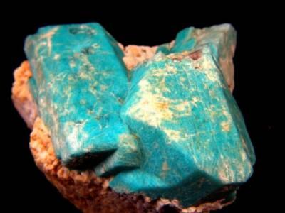 L'amazonite est une pierre de protection réputée être une pierre de vérité, d'honneur, de communication, d'intégrité et de confiance - www.pierresdesante.com