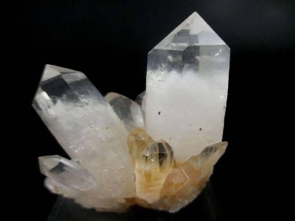 photo propriétés cristal de roche avec fantôme en lithothérapie