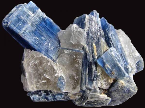 photo et propriétés pierre cyanite sur pierresdesante.com