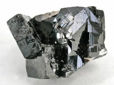 pouvoir de magnétisme des cristaux de magnétite du corps www.pierresdesante.com