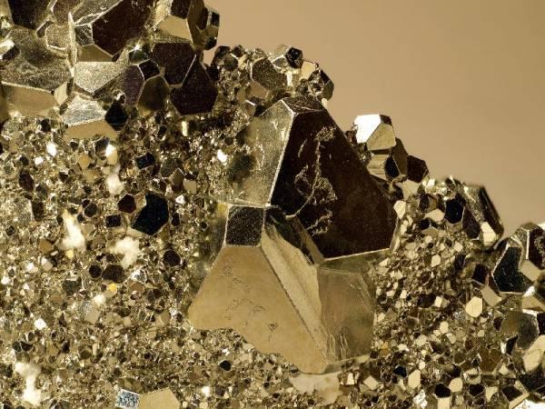 propriétés pierre pyrite en lithothérapie - www.pierresdesanté.com
