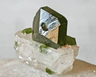 photo uvite tourmaline