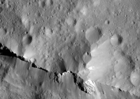 Une surface riche en carbone sur Ceres