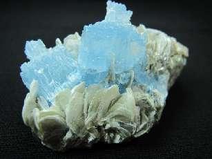 03 - Aigue-marine - pierre de naissance du mois de Mars