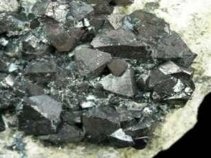 Le pouvoir des cristaux de magnétite du corps
